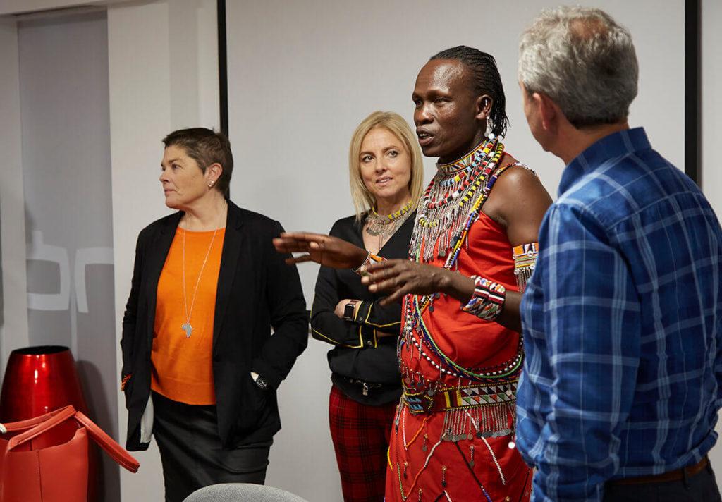 William Kikanae y Rosa Escandell con Maite y Pepe Antón